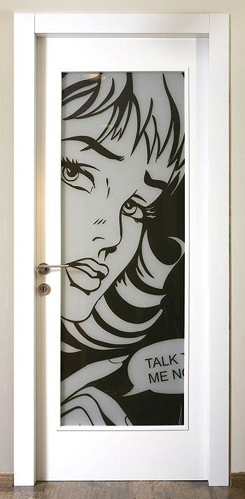 ההדפס הופך את הדלת לחלק עיצובי, המשלים בצורה אופטימאלית את החלל שבו היא ניצבת,