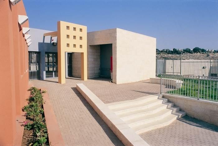 המרכז לבריאות המשפחה במודיעין בתכנון גויס אורון, (צילום: רן ארדה)