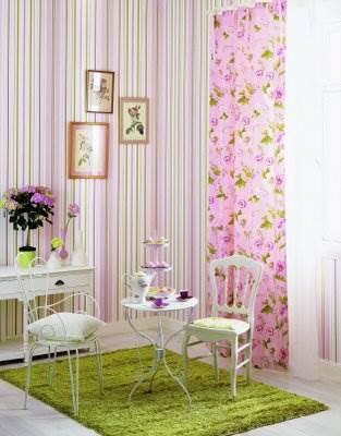 כל פינה עזובה בבית תוכל להשתדרג פלאים עם טאץ´ צבעוני של טפט או מדבקת קיר, ולהפוך לפינת חמד רעננה (צילום: יח