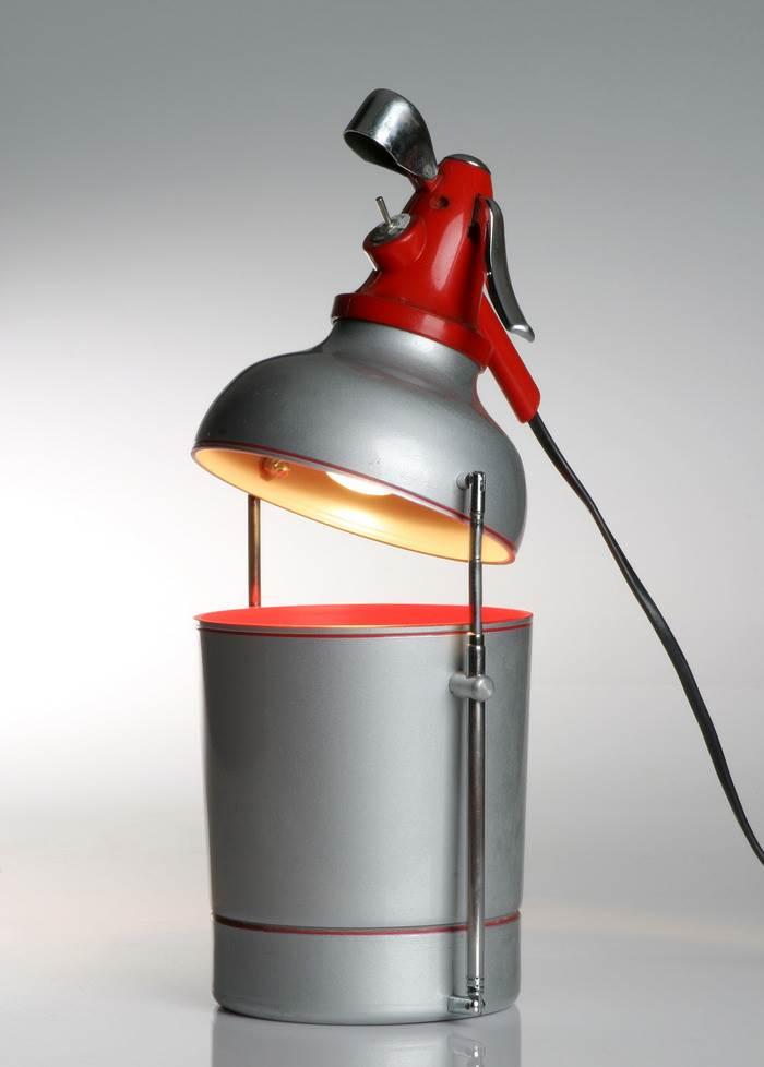סטודיו גרובי מציע גם גופי תאורה ייחודיים ומקוריים, להם ניתנת במה במותג התאורה