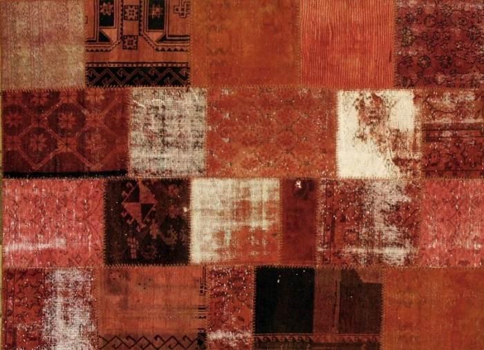 """""""חיבור איכותי בין עשרות פיסות של שטיחים עתיקים בני 70-150 שנה, שיוצרות מרקמים מרהיבים ונועזים"""", שטיח הטלאים """"צ'ל טקה"""", להשיג ב""""צמר שטיחים יפים"""" במרכז ארזים, (צילום: יח""""צ)"""