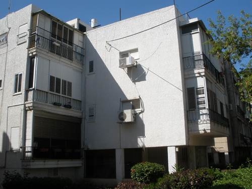 """הבניין בקריניצי ברמת גן לפני תחילת התמ""""א 38 (צילום יח""""צ)"""