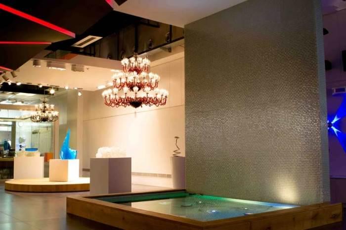 בגלריה מוצג מגוון רחב של גופי תאורה בעיצובים מקוריים ומעוררי השראה (צילום: יח