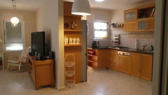מטבח אחרי מהפך. כמה הייתם משלמים על הדירה הזו עכשיו? כנראה 10% יותר (הצילום באדיבות נגה קובץ
