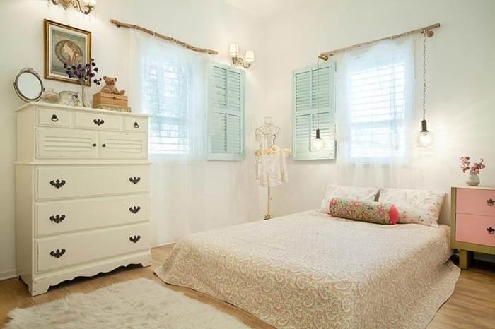 חדר שינה בסגנון צימר פסטלי ורומנטי של יואב ותמר צ