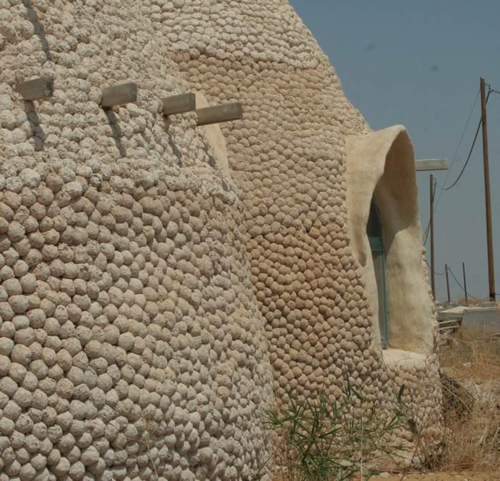 התמחות מיוחדת בחומרים טבעיים. בית בבקעת הירדן בתכנונה של ויטל-ברון (צילום מיכל ויטל-ברון)