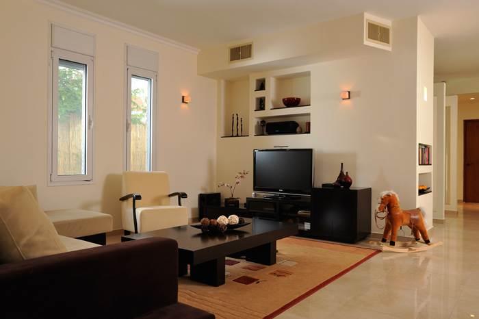 תאורה המופעלת על ידי דימרים שממוקמים בקירות הצדדיים. מייצרת אווירה חמימה ורגועה שמשנה את פני החדר
