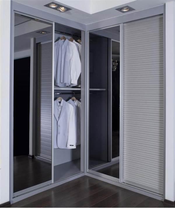 איזה בגדים רווחים אצלכם בארון? - ארון פינתי של חברת אידיאל המומחים לארונות הזזה</br>