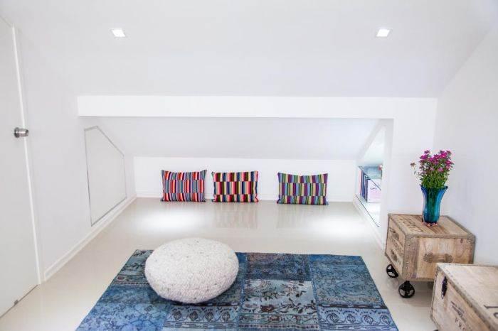 בזולה על הפוף: חלל ציבורי פתוח ופונקציונאלי. שטיח: צמר שטיחים
