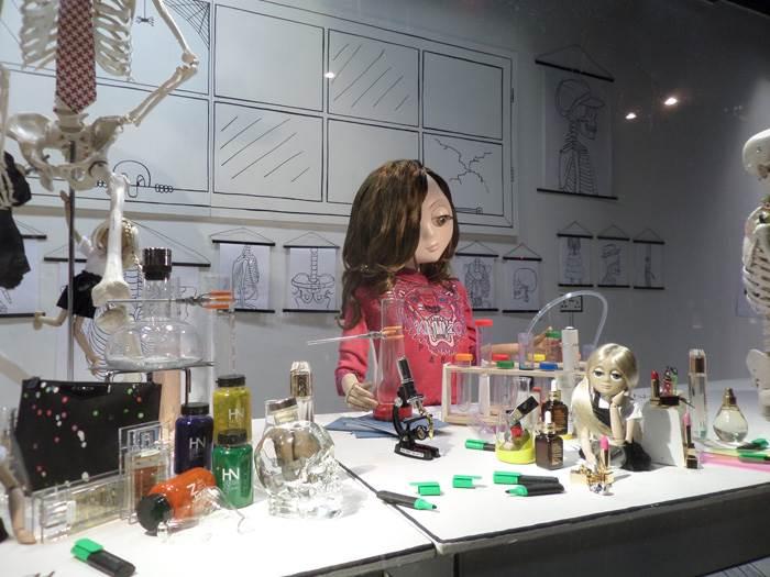 גם יפה וגם חכמה- שיעור ביולוגיה ב Harvey Nichols.