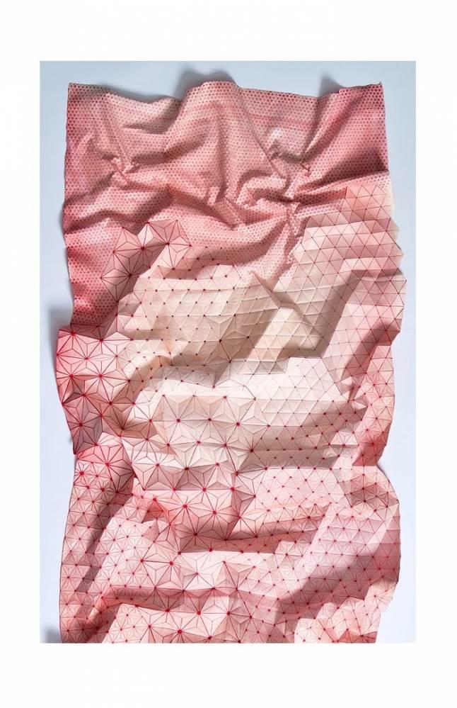 ללא כותרת- דפוס רשת על כותנה, צביעה בצבע ראקטיב. מתוך תערוכת ארוגים בתודעה, מוזיאון ארץ ישראל. צילום: לאוניד פדרול.
