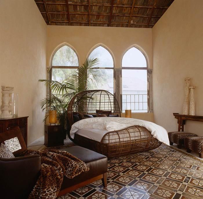 בין טבעי לפראי. מיטה דגם VOYAGE בהשראת קנו, עשויה משזירה של ראטן על בסיס ברזל. להשיג בסיאם. </br>