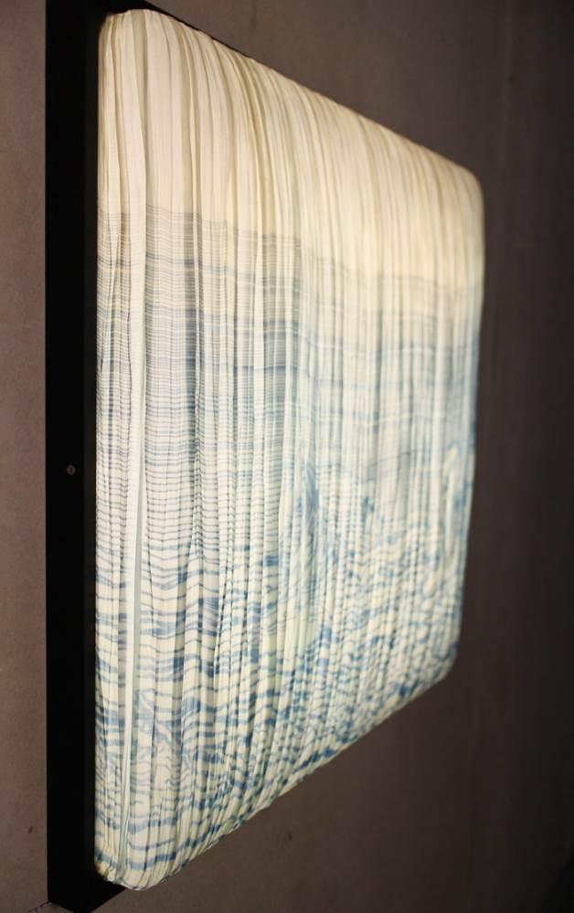 עבודת יד קפדנית ועדינה בהשראת הטבע. גוף תאורה של Aqua Creations בעיצובו של אלבי צרפתי. צילום: אלבי צרפתי