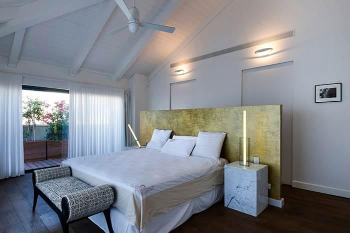 אובייקטים 005/1 ו 005/4 בחדר שינה מעוצב בבית פרטי בנווה צדק.