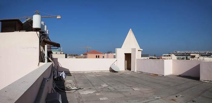 כך זה נראה לפני- גג הבניין העתיק