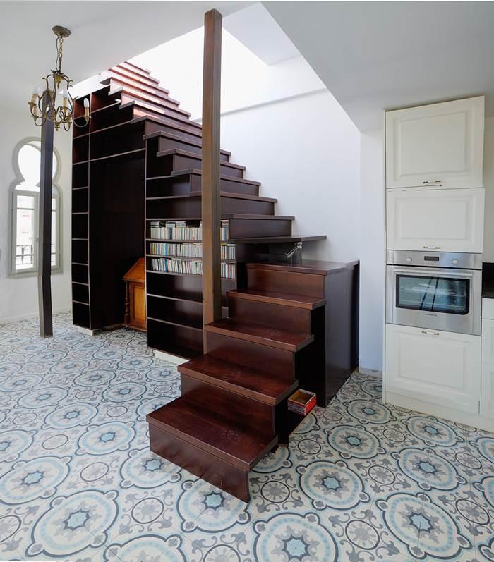 ניצול מיטבי של החלל- ארון אחסון תחת המדרגות העולות לגג