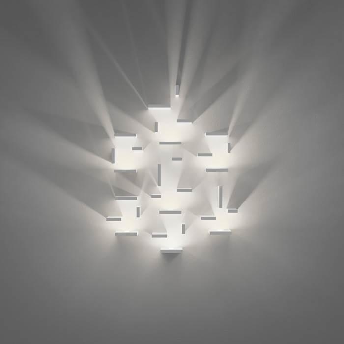 ישנם גופי תאורה מודרנים השופכים אור כלפי מעלה ומשמשים פריט עיצובי משמעותי בחדר - קמחי תאורה</br>