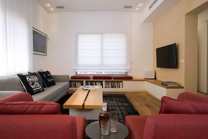 חלל הסלון מזמין ישיבה נינוחה במערכת הסלונית המעוצבת עם זמן איכות של בני המשפחה יחדיו</br>