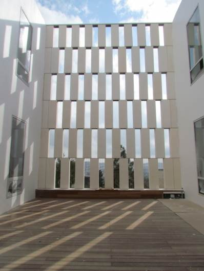 """משרביות """"בטון אדריכלי"""" מכון ון ליר ירושלים. חיוטין אדריכלים"""