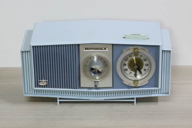 מכשיר רדיו אמריקאי מאמצע המאה הקודמת