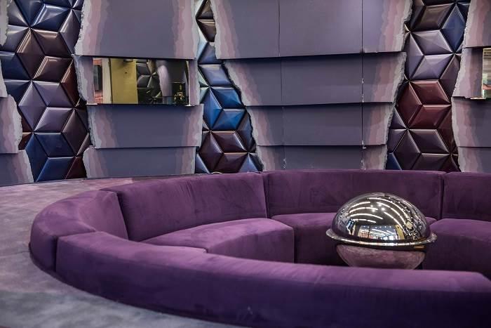 הצבע הסגול נבחר בכדי להדגיש את הדרמטיות  צילום: גלעד רדט