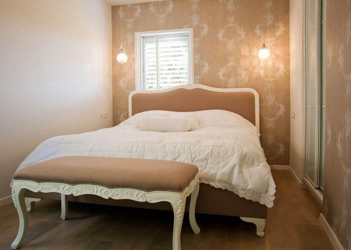 רעננו את חדר השינה בעזרת כיסוי למיטה למראה יוקרתי אשר גם ישמור על הניקיון וגם יסתיר את הבלאגן מתחת | טיפים לעיצוב: מירב בן ארי | צילום: איה אפרים