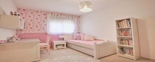 עיצוב חדר נערה: סגנון רומנטי בגווני ורוד ושמנת