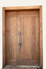 דלת לחזית הבית כנף וחצי בציפוי עץ