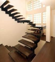 מדרגות עץ עם שלד מתכת - קו נבון