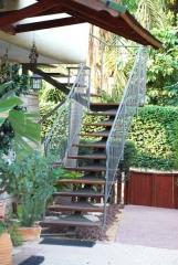 מדרגות חוץ מבית קו נבון - קו נבון
