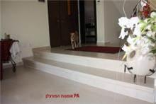 מדרגות ירידה לסלון - אומנות הפורצלן