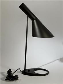 היבואנים - מנורת שולחן