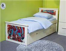 מיטה עם הדפס