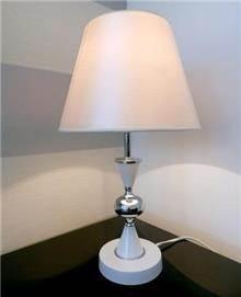 מנורה לשולחן