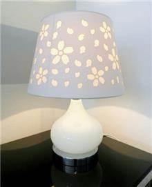 מנורת שולחן פרחונית