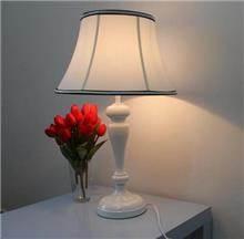 מנורת שולחן בעיצוב אלגנטי