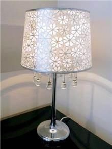 מנורת שולחן מפוארת