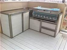 """מטבח לבן לגינה - נוף עיצובים פלוס בע""""מ"""