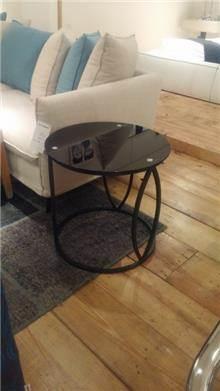 שולחן צד ייחודי
