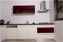 מטבח לבן בסגנון מודרני