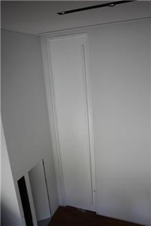 דלת בגוון לבן