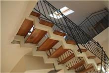 מדרגות מפוארות לבית