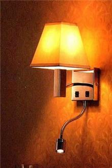 מנורת קיר עם אהיל לבן