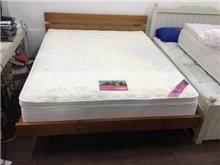 מיטה זוגית בגוון חום