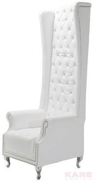 כורסא לבנה בעיצוב מיוחד