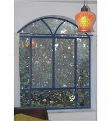 חלון בלגי כחול