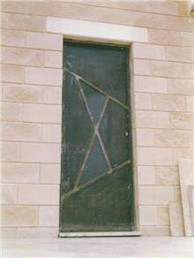 דלת מברזל