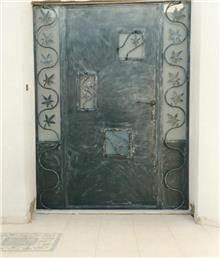 דלת בלגית מעוטרת