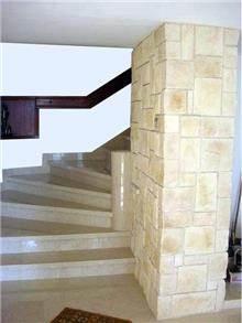 מדרגות בבית מגורים