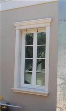חלונות לבנים מעץ מלא